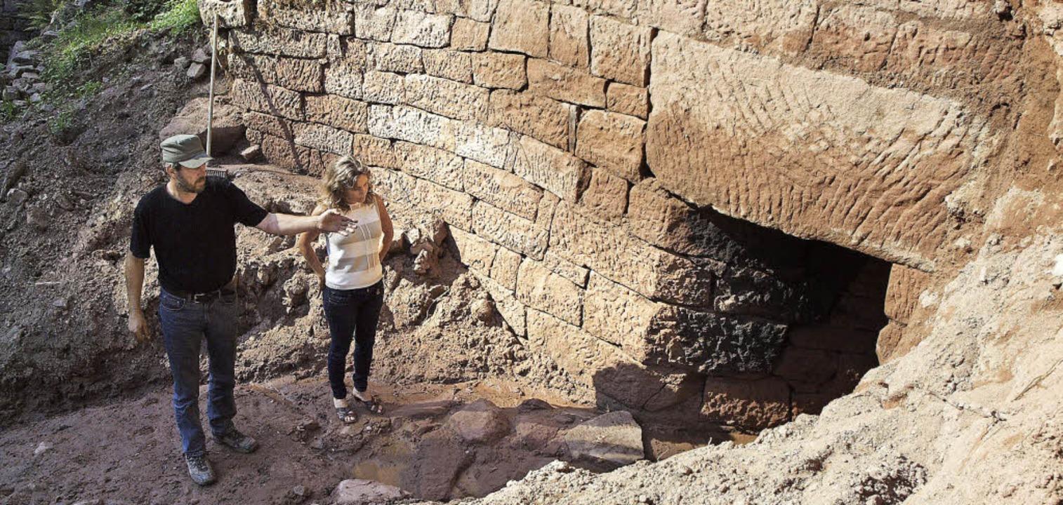 Eine mit mächtigen Quadern gefasste Qu...s früheren Bauernhofes wurde entdeckt.  | Foto: Michael Haberer
