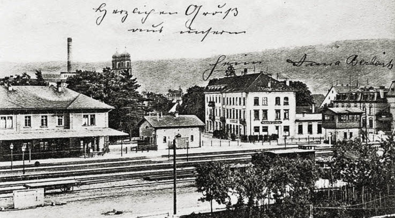 Der 1856 eröffnete Bahnhof in Säckinge...tation für die Rheintalbahn werden.     | Foto:  Archiv Ernst Brugger