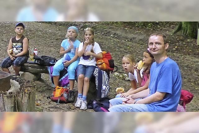 Zwölf Kinder machten sich auf spannende Wanderung