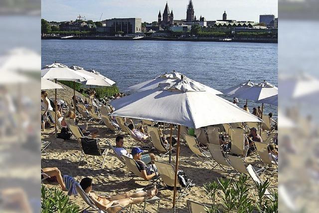 FLUCHTPUNKT: Partyzone am Rheinufer