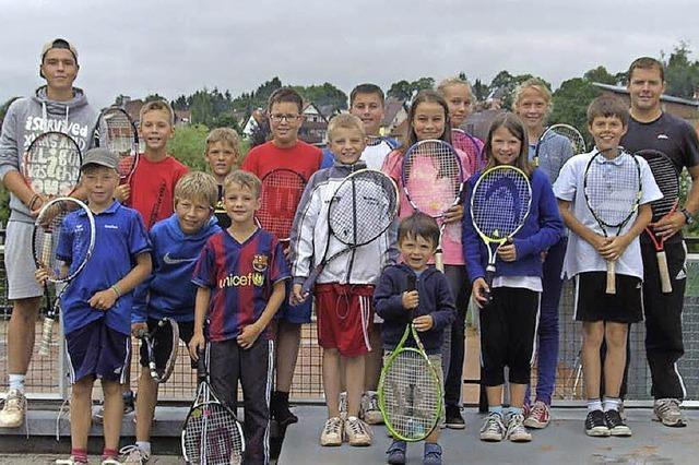 Kinder haben viel Spaß im Sommercamp