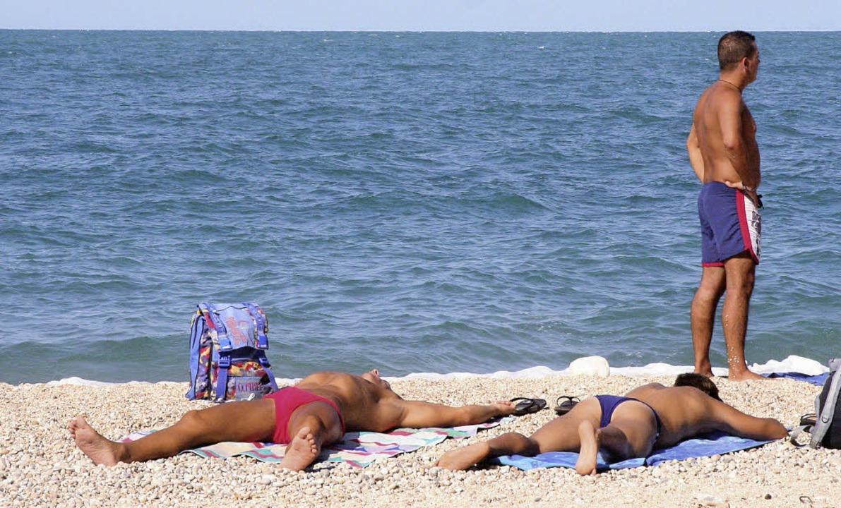 Römische Rostbratwürstchen am Strand     Foto: Zöller