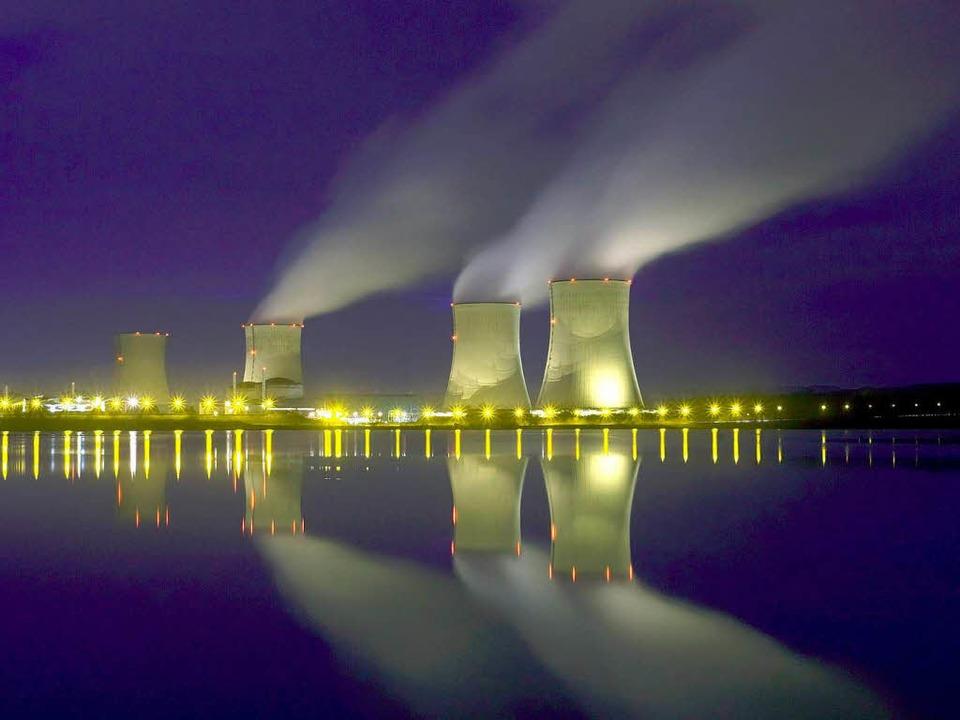 Strom aus dem Atomkraftwerk ist nicht ...illiger als der aus Sonnenkollektoren.  | Foto: dpa