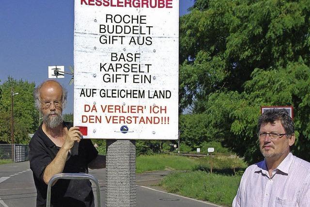 Bürgerforum hängt neue Plakate auf