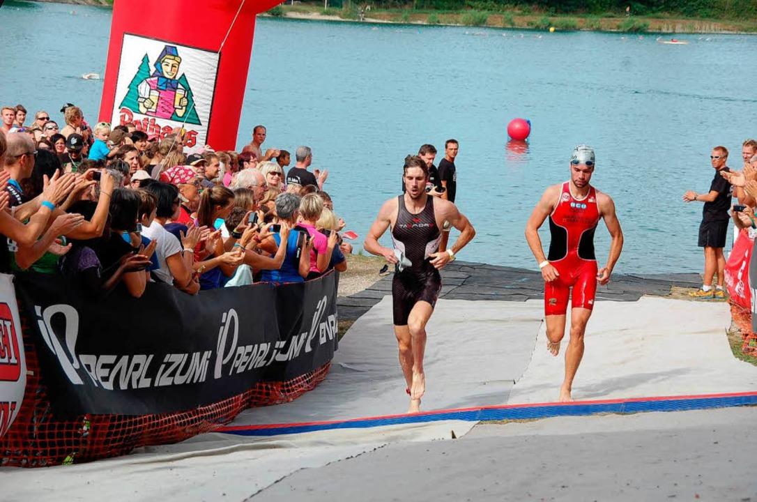 Während die ersten Athleten aus dem Wa... die Hälfte der Strecke zurück gelegt.  | Foto: Jörg Schimanski