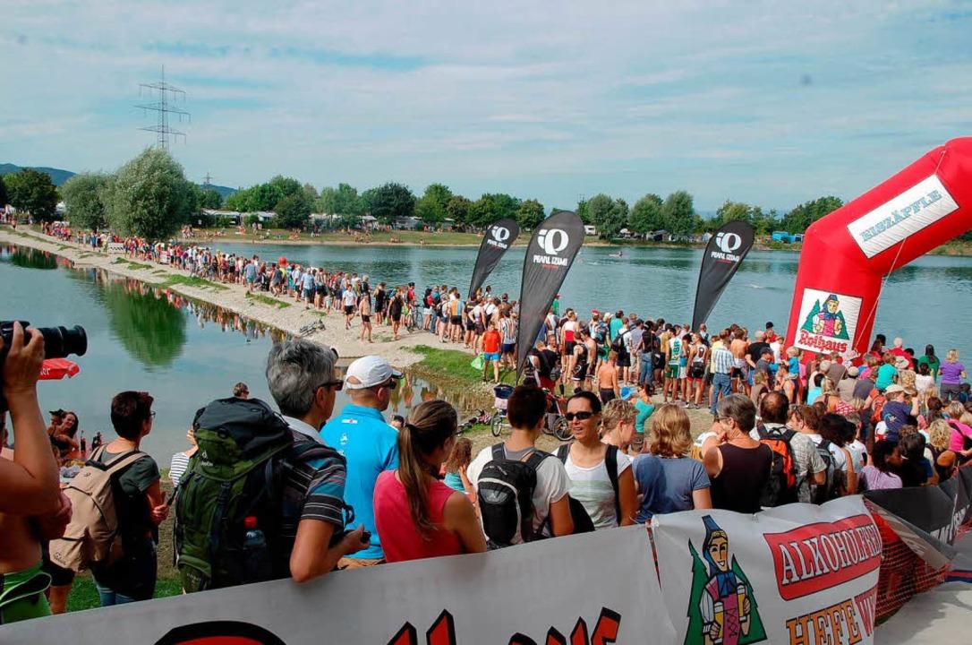 Der Breisgau Triathlon 2013 stieß auf reges Publikumsinteresse.  | Foto: Jörg Schimanski
