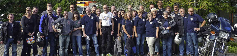 Bikerblut: Die Motorradfreunde aus Obe...und 44 Gleichgesinnte spendeten Blut.     Foto: verein