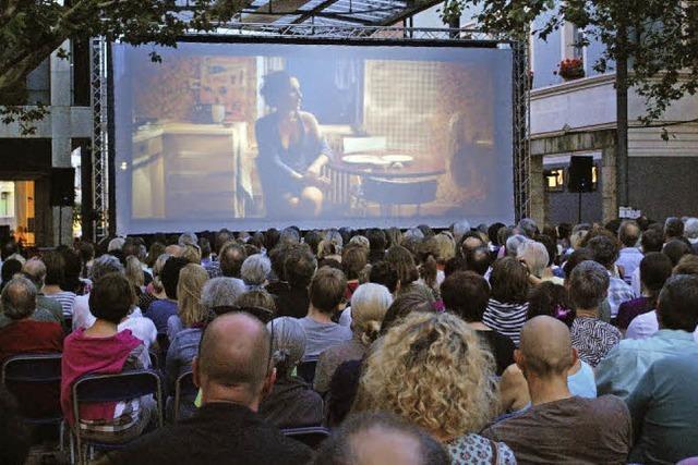 Free Cinema in Lörrach: Kinoatmosphäre unter Platanen