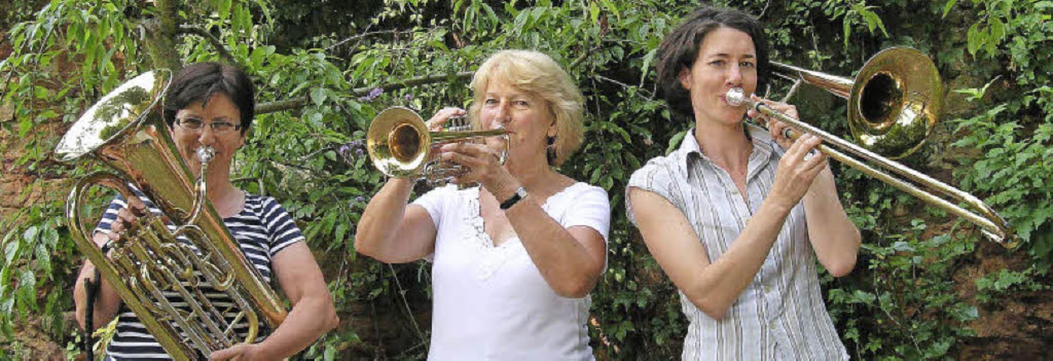 Spielen im Posaunenchor,  von links: R...gina Pruner-Fischer, Cornelia Schmidt.  | Foto: Schöler