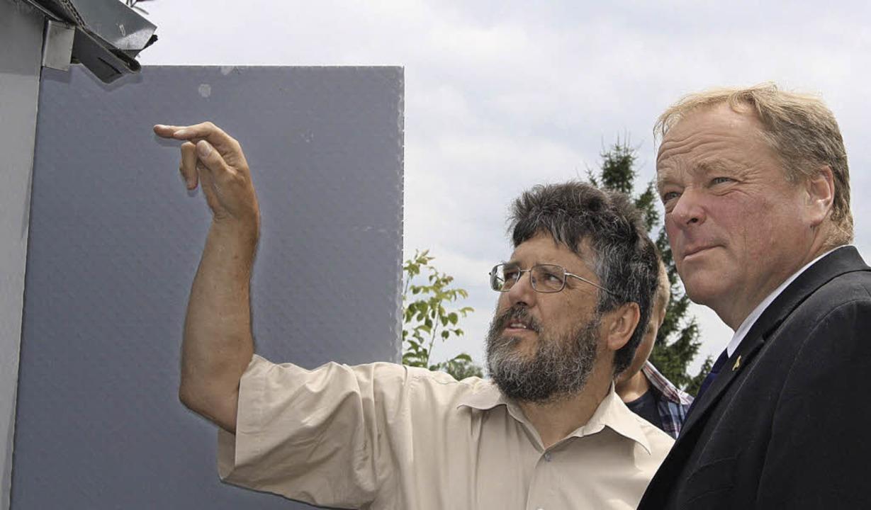 Gerhard Krug (links) erklärte die Deta... und versprach, Kontakte herzustellen.  | Foto: Lukas Eckert, Katja Mielcarek