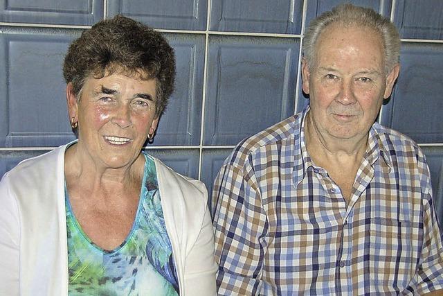 Ein aktives Paar mit einer großen Familie