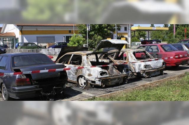 Die Autos im Rebacker sind angezündet worden