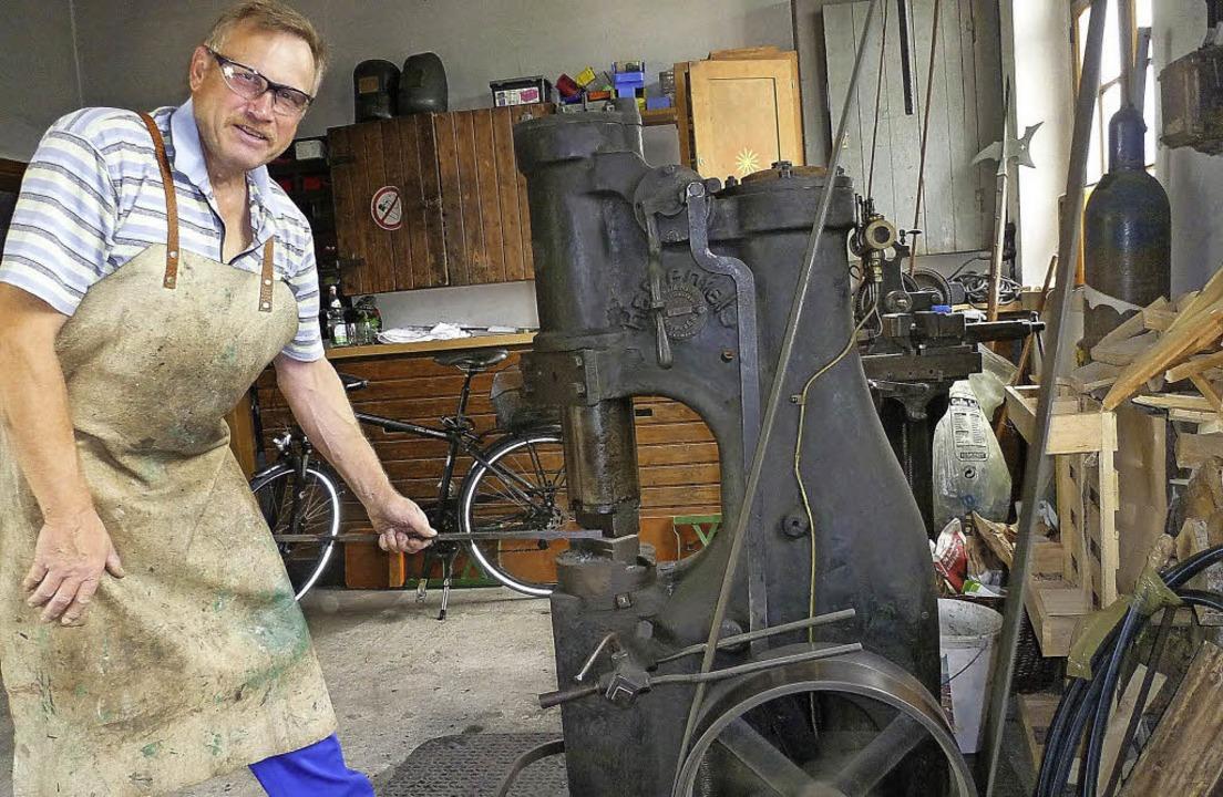 Einblicke in ein altes Handwerk bieten...byschmied Bernd Senger und  Kollegen.   | Foto: Claudia Gempp