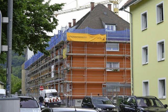 Mehrfamilienhaus in der Rheinstraße: Baustopp und juristische Auseinandersetzungen