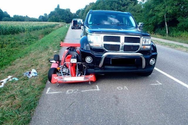 Geländewagen verhakt sich in Kart – Fahrer eingeklemmt