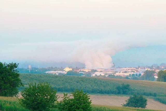 Notarzt: Rauchwolke nach Kühl-Brand ist nicht giftig