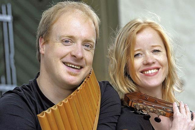 Panflötist Matthias Schlubeck konzertiert mit der Gitarristin Eva Beneke