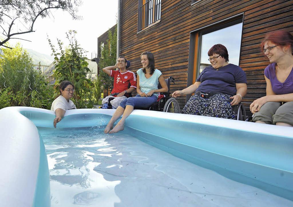 lifter am schwimmbecken gibt es nur im eugen keidel bad freiburg badische zeitung. Black Bedroom Furniture Sets. Home Design Ideas
