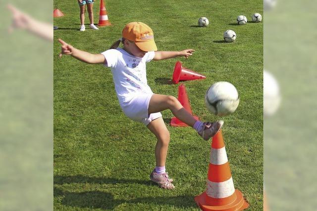 Viele Mädchen wollen kicken
