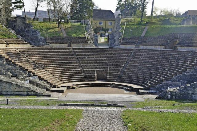 Fritz Hauser und Boa Baumann im Römischen Theater von Augusta Raurica