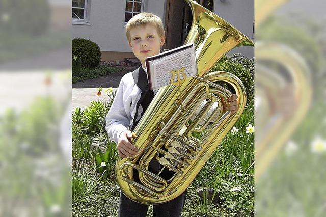 ENTER: Mit der Tuba zu Auftritten nach St. Tropez und auf die grüne Insel