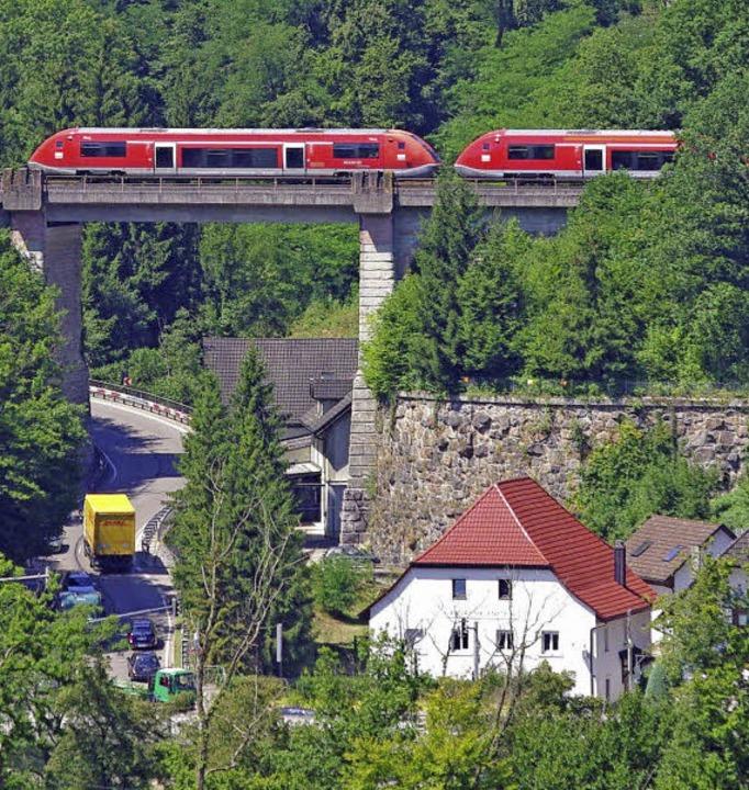 Die Strecke zwischen Basel und Waldshu... als 24 Meter beträgt die Spannweite.   | Foto: Rolf Reißmann