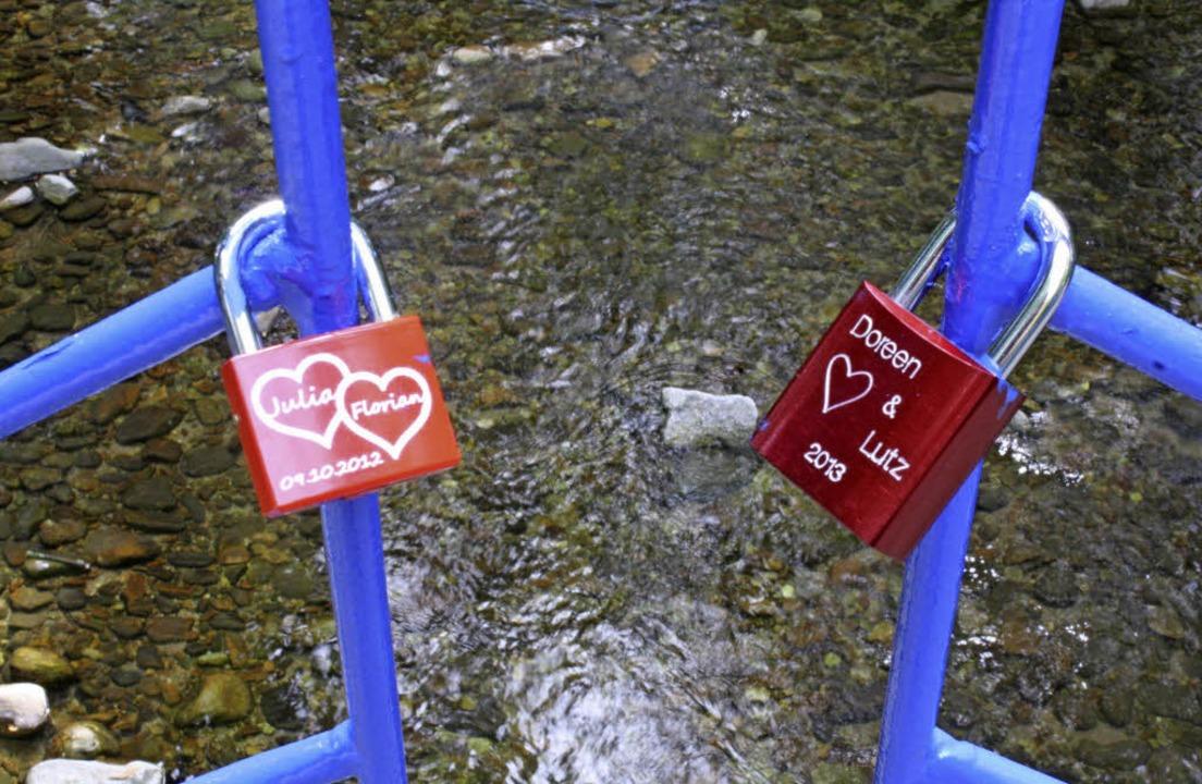 Auch in Bad Krozingen finden sich an d...auen Brückedie ersten Liebesschlösser.    Foto: Hans Jürgen Kugler