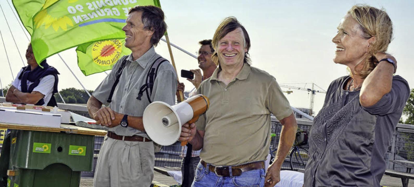 Ludwig Kornmeier mit Megaphon und Sylvia Kotting-Uhl (rechts)   | Foto: osc