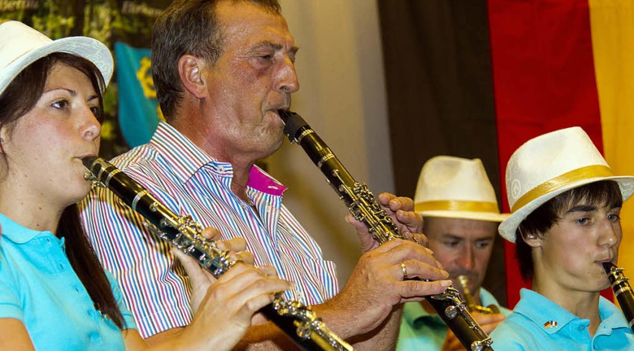 Egon Mühlhaupt, Dirigent der Trachtenk... französischen Freunden aus Machecoul.    Foto: Wilfried Dieckmann