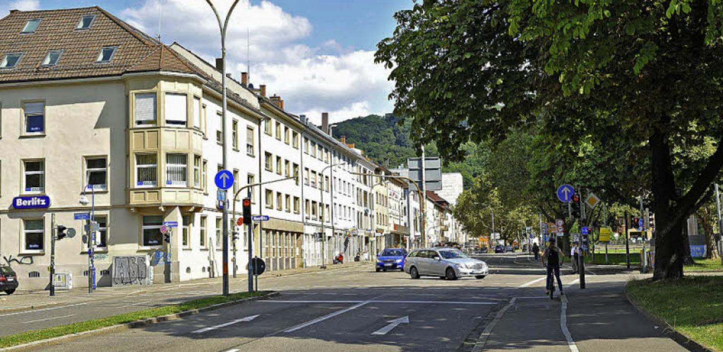 Der Nachfolgebau nimmt mit dem Erker e...auf. Die Straße ist nun viel breiter.   | Foto: Rita Eggstein