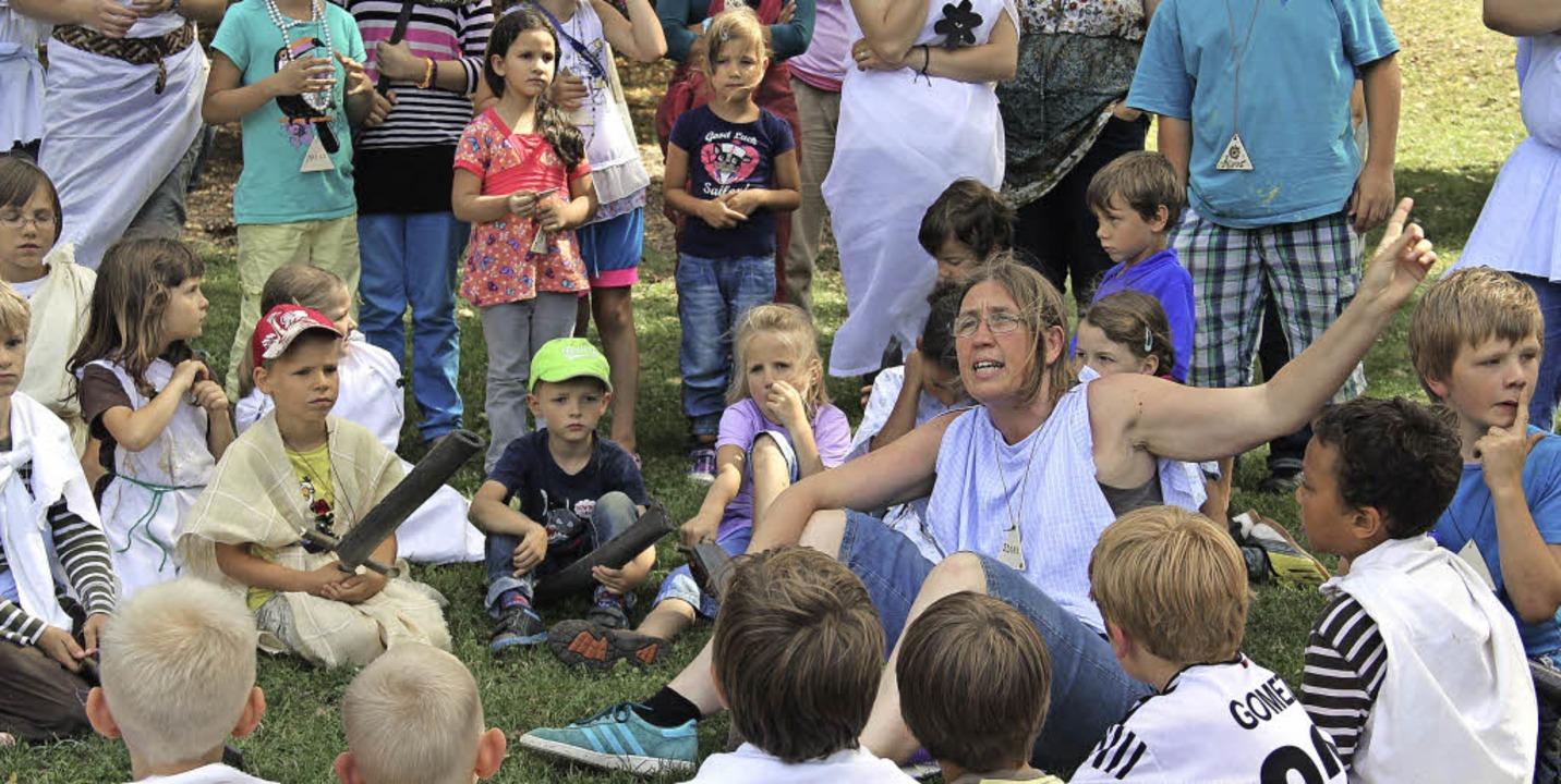 Alle Hände voll zu tun haben im Sommer... hatten rund 180 Kinder teilgenommen.   | Foto: Monika Weber