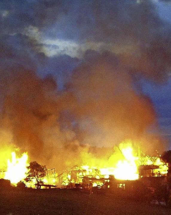 Ohne Chance war die Feuerwehr beim Brand der Oberen Mühle.    Foto: Karla Scherer
