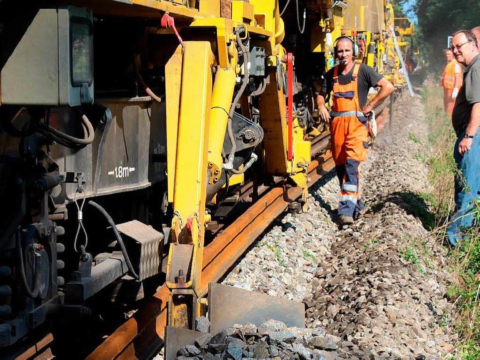 Ein riesiger Gleisbauzug war zwischen Gottenheim und Hugstetten im Einsatz.   | Foto: Mario Schöneberg