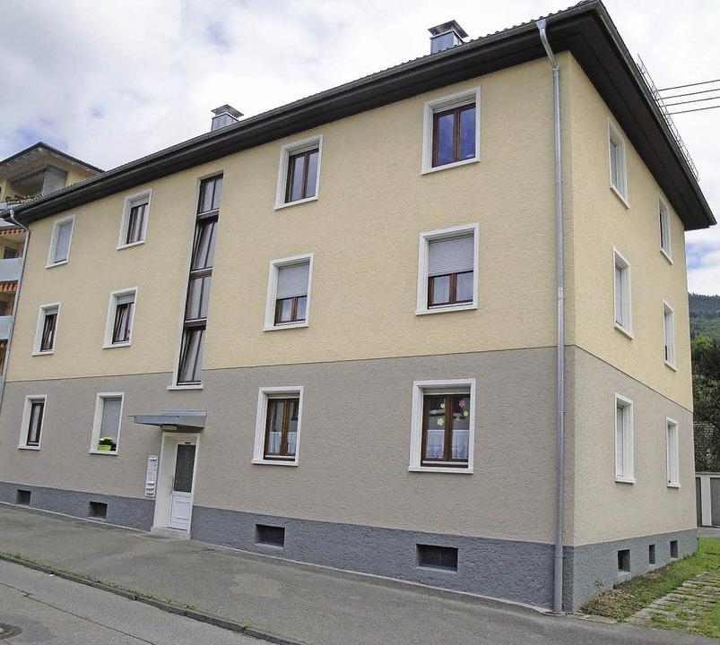 Das Genossenschaftshaus Krebsbachstraß...tralheizung mit Solaranlage bekommen.     Foto: Hansjörg Bader