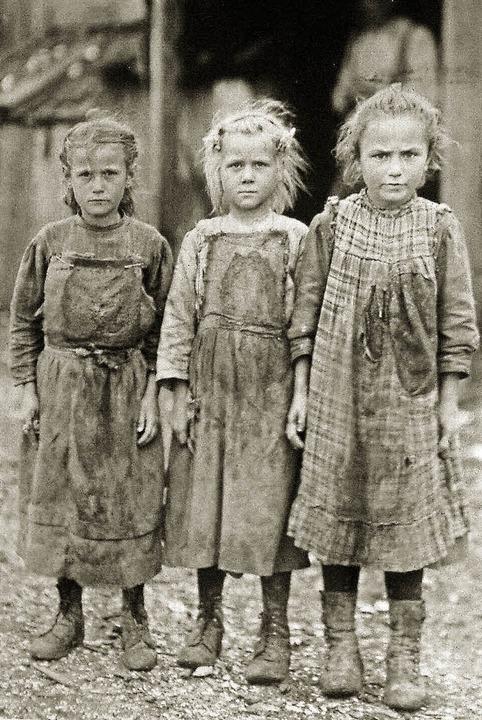 Eine historische Fotografie aus der er... über Kinderarbeit früher und heute.      Foto: Kunstverein