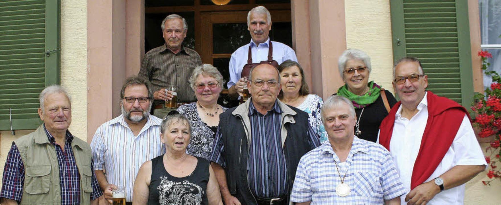Einige Helfer und Helferinnen des erst... Wolfgang Meier (rechtes Bild, links).  | Foto: Reinhard Cremer5