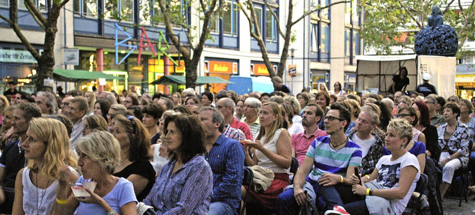 Kino an einem warmen Sommerabend auf dem Marktplatz: Noch einmal ausverkauft.     Foto: Thomas Loisl Mink