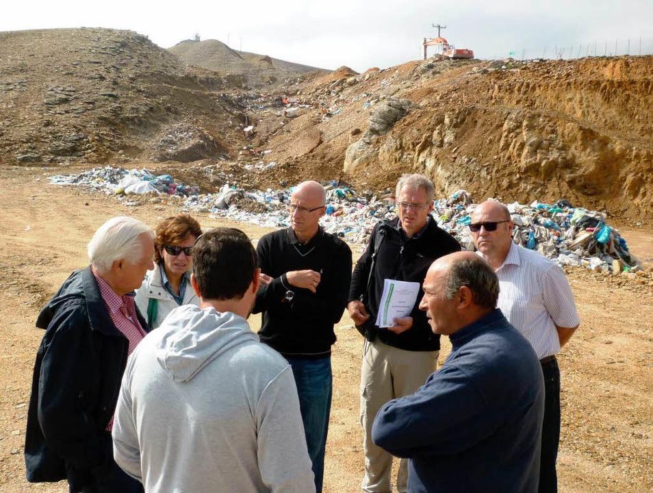 Experten aus Baden-Württemberg beraten... Insel Ikaria bei der Müllbeseitigung.  | Foto: Roland March/Landratsamt Schwäbisch Hall/dpa