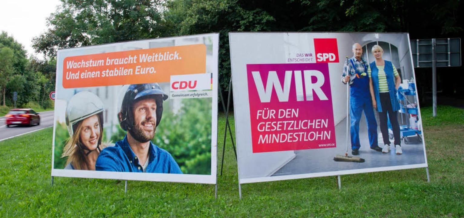 Ob die Plakatmotive die Wahl entscheid...nner des BZ-Wahltipps winken 200 Euro.    Foto: dpa