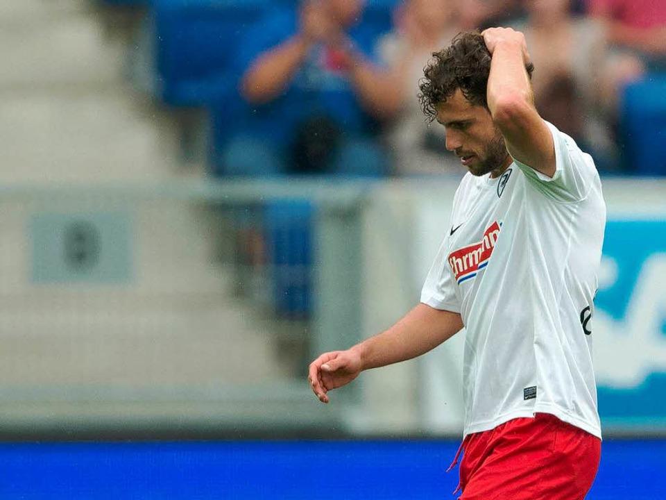 Zeigte dem Schiedsrichter in der 90. M... Vogel: Admir Mehmedi vom SC Freiburg.    Foto: dpa