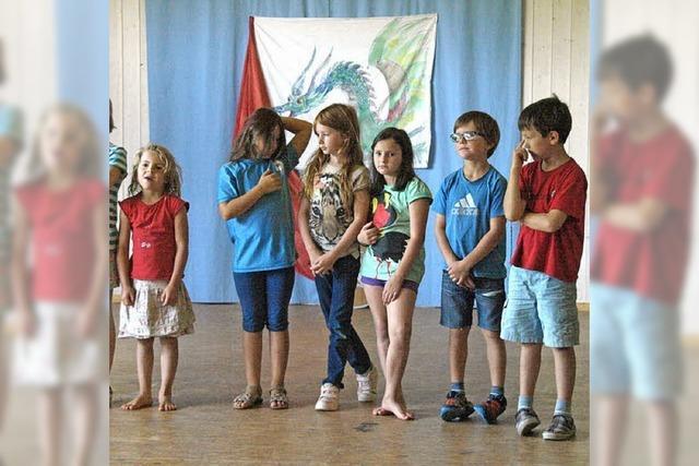 Theater, Patchwork und Kochen als Ferienattraktion