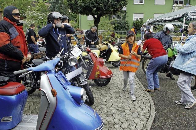 Feuerwehr-Hock: Zweirad-Oldtimer als Attraktion