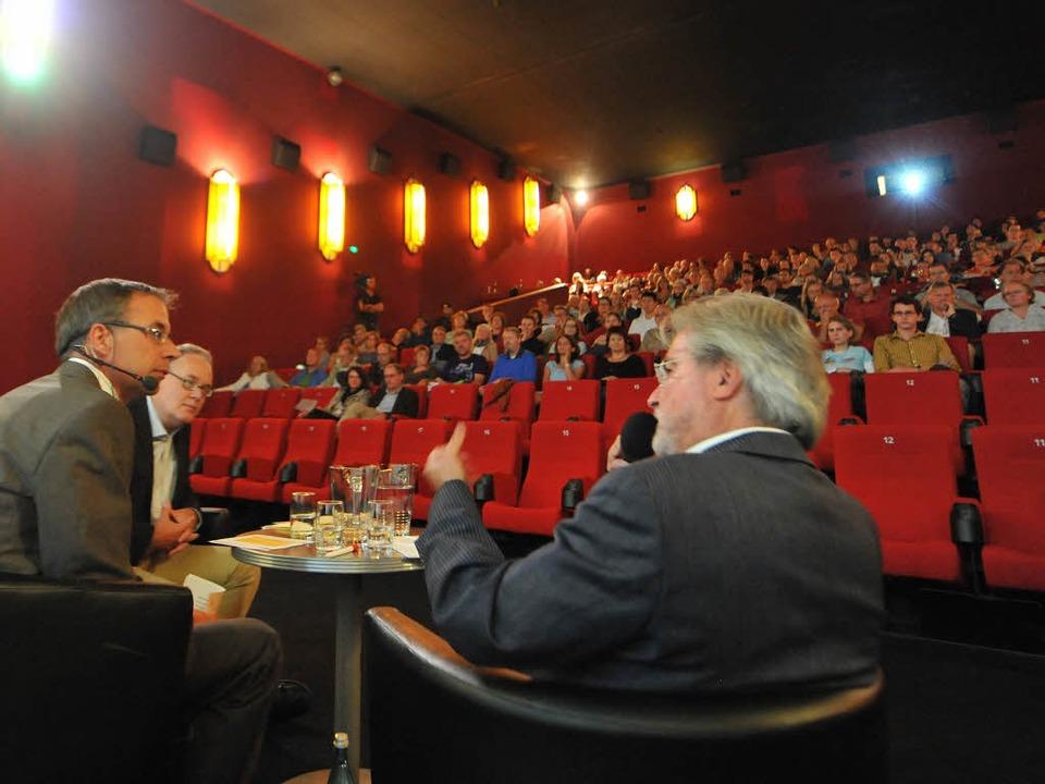 Die Übertragung des TV-Duells im Freib... vorab die Erwartungen an die Debatte.  | Foto: Rita Eggstein