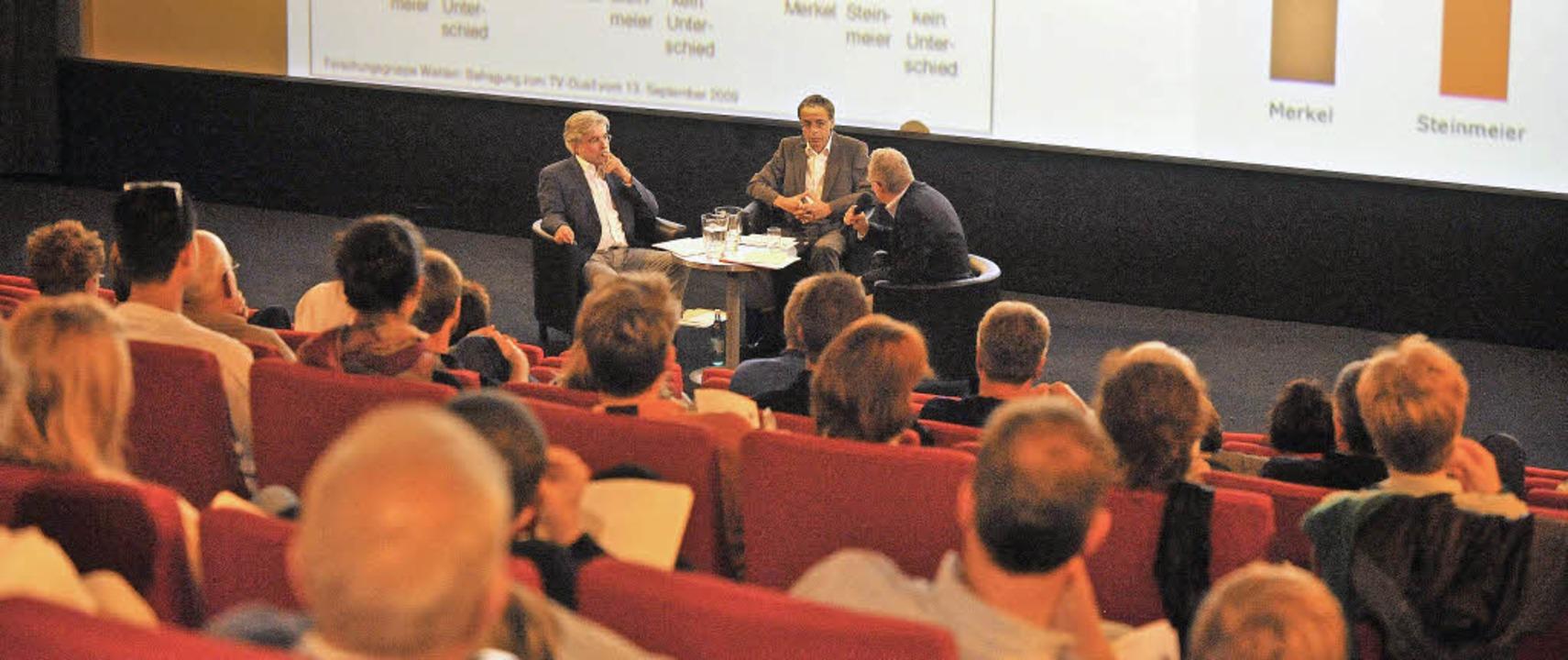 Public Viewing mit Diskussion: BZ-Chef...tische Bildung (wir berichten noch).    | Foto: rita Eggstein/DPA (2)