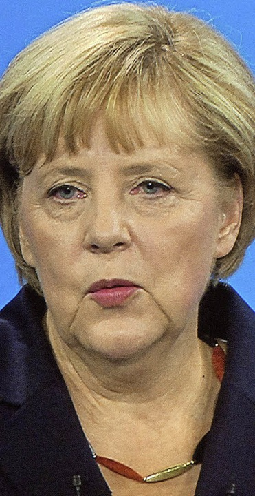 Direkte Konfrontation: Amtsinhaberin A...warz-rot-goldener Halskette<ppp></ppp>  | Foto: dpa