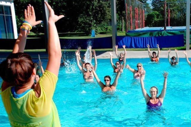 Latino-Tanz im Wasser: Aqua-Zumba in Teningen
