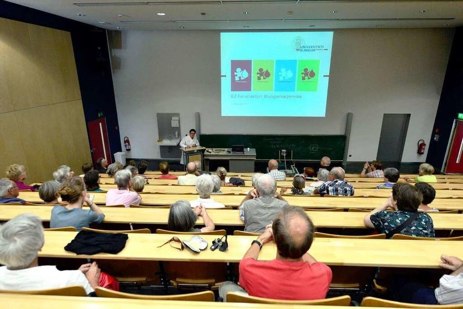 BZ-Ferienaktion in der Blutspendezentrale der Uniklinik Freiburg. (Foto: Ingo Schneider)