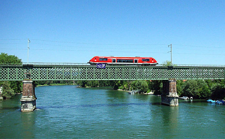 In Koblenz steht die älteste erhaltene Eisenbahnbrücke über den Rhein.  | Foto: Rolf Reißmann