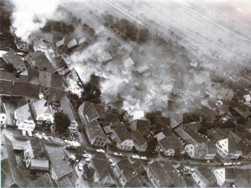 Der Blick auf die brennende Absturzstelle in Grafenhausen  | Foto: Privat