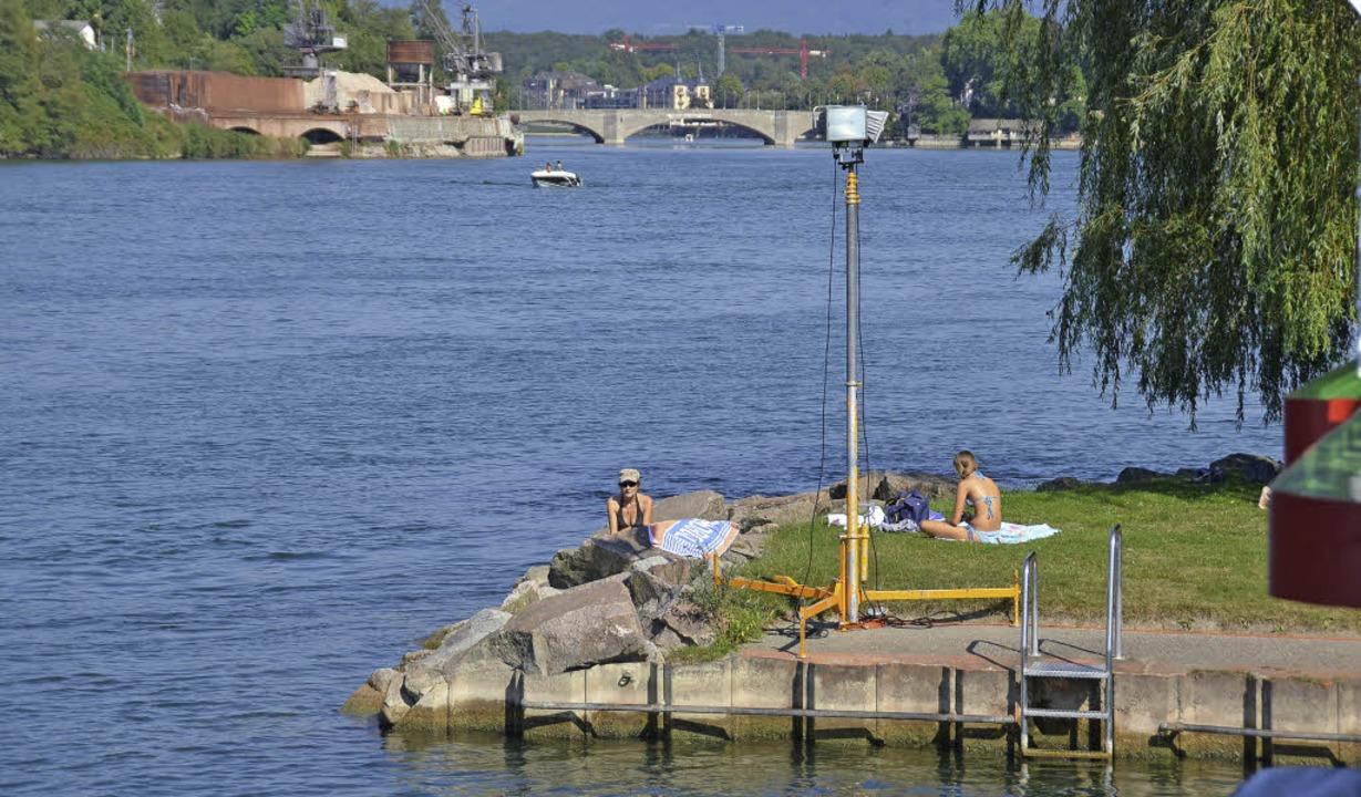 Verbindendes Element: der Rhein, hier ...en Strandbad aufwärts zur Rheinbrücke.  | Foto: Peter Gerigk/Petra Wunderle (5)